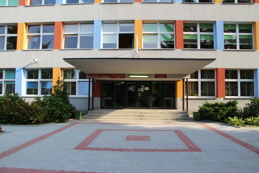 Szkoła - wejście